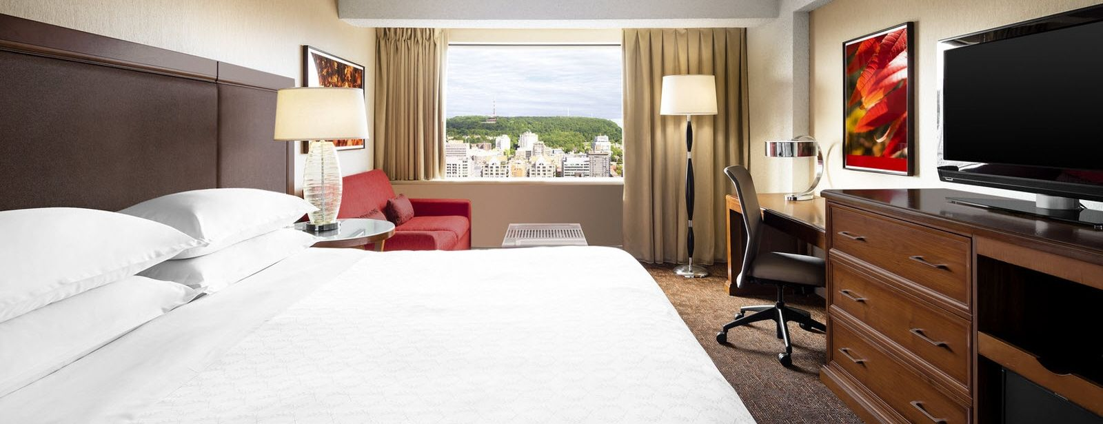 Deluxe Guest Room at Le Centre Sheraton Montreal